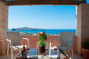Аренда виллы на побережье в Греции становится доступным удовольствием для семейного отдыха.