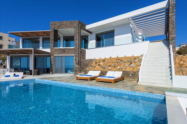 Советы по выбору типа аренды недвижимости для отпуска в Греции.