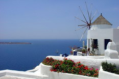 Великолепный Санторини: советы от Greece-rent как снизить цену на отдых в 3 раза