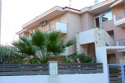 Дари  4* апартаменты в центре Пефкохори